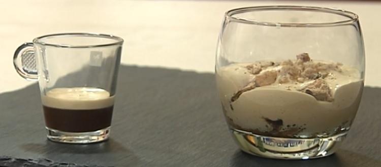 Cotto e mangiato crema caffè e acqua