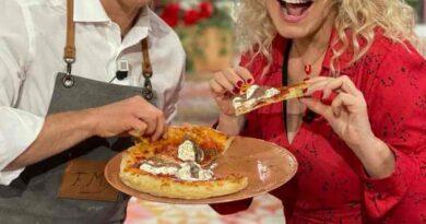 Pizza tonda fatta in casa è sempre mezzogiorno