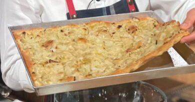 Focaccia di cipolle è sempre mezzogiorno